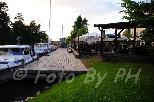 Gå på konsert...Eller så tar man båten...Allt ät möjligt på Göta kanal
